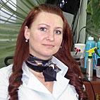 Молодая, общительная, успешная, деятельная женщина - парикмахер Наталия Мосеева, владелица салона «Натали».
